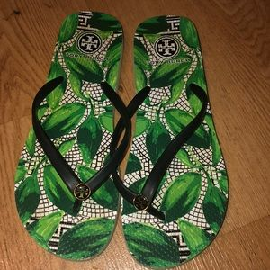 Tory Burch flip flops use but good condition